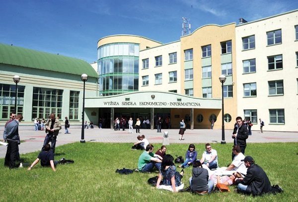 Vistula University - Study abroad in Poland