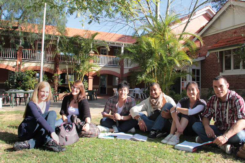 Sinh viên du học Úc tại học viện Phoenix