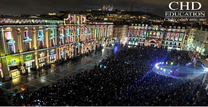 """Đắm mình trong """" Lễ hội Ánh Sáng"""" rực rỡ ở thành phố cổ Lyon"""