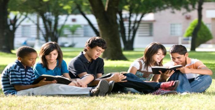 Giải Quyết Nỗi Sợ Hãi Của Bạn Về Tuổi Tác Khi Đi Du Học